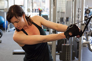 Photo: Woman in gym doing woodchop exercise.